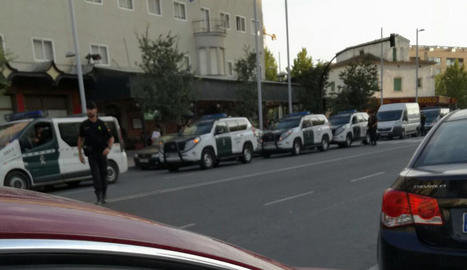 Els carrers de pobles i ciutats com Barcelona van tornar a omplir-se ahir en defensa de l'1-O.
