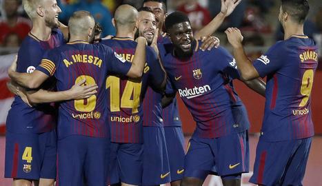 Els jugadors blaugrana celebren el primer gol davant del Girona.