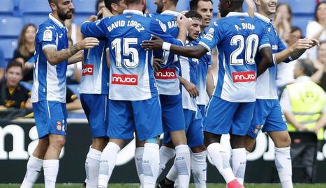 Els blanc-i-blaus celebren un dels quatre gols d'ahir.