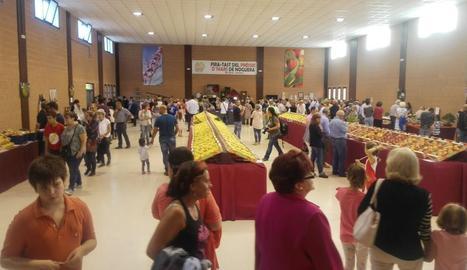 Visitants ahir a la fira d'Ivars de Noguera.