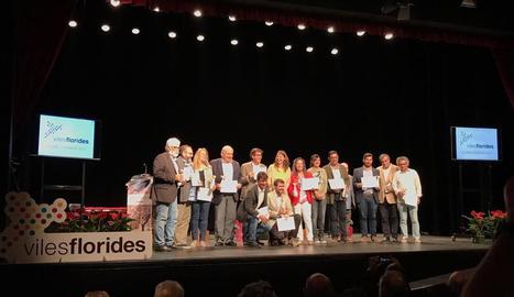 L'alcalde de la Seu, a la fila inferior, a l'entrega de premis.