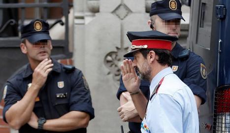 El comissari Ferran López arribant a la reunió de coordinació.