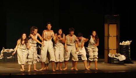 La companyia de l'Aula de Teatre La Inestable 21 va oferir a l'Escorxador l'última representació de 'Q'.