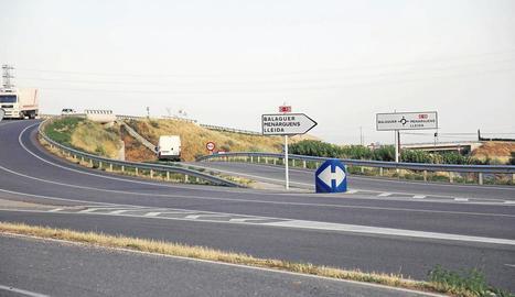 La ronda sortirà de la rotonda sud entre la C-12 i la cruïlla amb la C-26, la carretera d'Alfarràs.