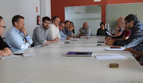 La constitució del grup de treball, ahir, a la Seu d'Urgell.
