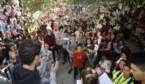 Un instant de la lectura del manifest a l'institut Joan Oró.
