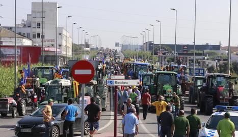 Els pagesos lleidatans van treure els tractors dissabte en protesta per la repressió de Madrid contra el referèndum.