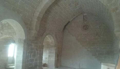L'interior restaurat de l'ermita de Sant Miquel.
