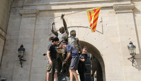 Un miler d'alumnes surten al carrer a Lleida en suport al referèndum