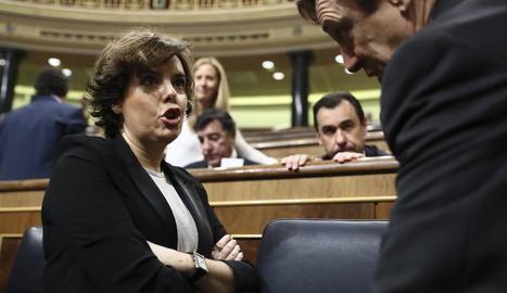 Santamaría conversa amb el portaveu parlamentari del PP, Rafael Hernando