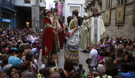 El pregoner, amb l'alcalde, Àngel Ros, i la regidora Montse Parra.