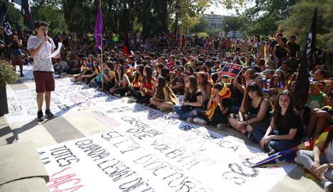 La manifestació a la subdelegació.