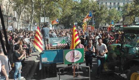 Els pagesos mobilitzen 2.150 tractors a Catalunya a favor del referèndum