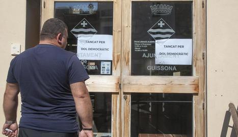 """El consistori de Guissona va tancar les portes per """"dol democràtic""""."""
