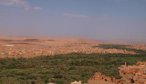 desert. Un clàssic dels viatges al Marroc és endinsar-se al desert en  camell per dormir una nit en una haima berber.