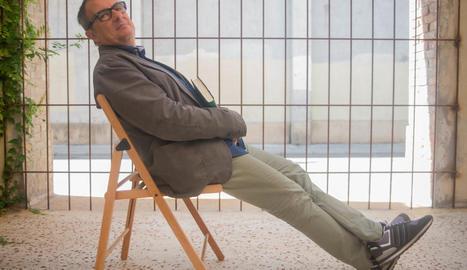 """Rafael Vallbona: """"Si vaig decidir fer-me periodista és  perquè m'agrada explicar històries"""""""