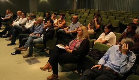El públic assistent a les jornades sobre agricultura intensiva.