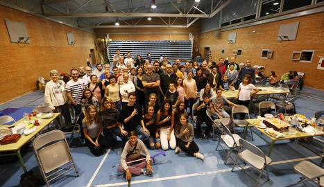 L'institut Josep Lladonosa de Lleida, on desenes de veïns van sopar i es disposaven a passar la nit.
