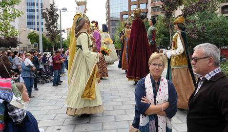 La regidora de Cultura, Montse Parra, ahir durant la plantada de gegants, en el moment que estava desplaçada a Lluís Companys.