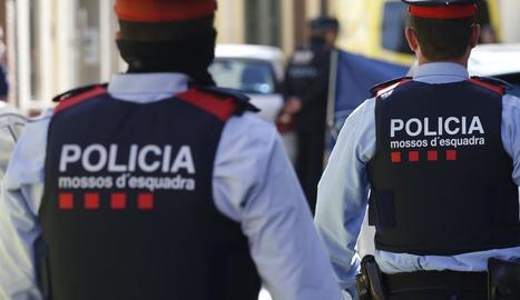 Els Mossos d'Esquadra investiguen la troballa dels cadàvers d'una dona, un home i un nadó.