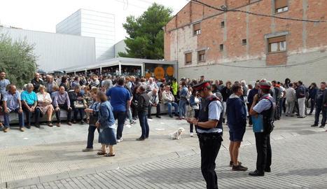 La plaça de la Independència de les Borges, plena de gent.