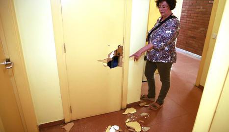 Imatge presa ahir de les destrosses causades a la seu de Benestar de la Mariola en la brutal batuda policial de diumenge.