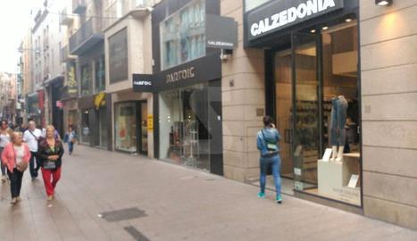 Les botigues de l'Eix Comercial, tancades.