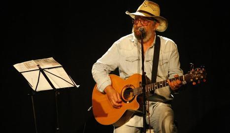 El cantantor mallorquí Tomeu Penya, en un concert el juny de l'any passat al Cafè del Teatre.