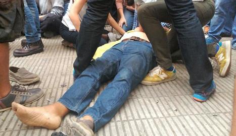 El veí de Lleida ferit per la pressió policial.
