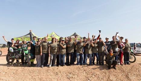 Els membres de la Fundació Aspros van tenir l'oportunitat de viure una nova experiència sobre una moto gràcies als pilots de l'equip Lleides.
