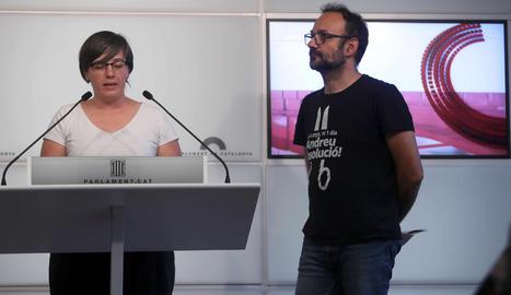 Els diputats de la CUP Mireia Boya y Benet Salellas,