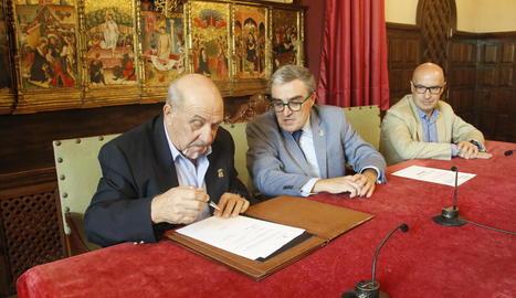 Penya Colomina i Paeria van firmar ahir el conveni.