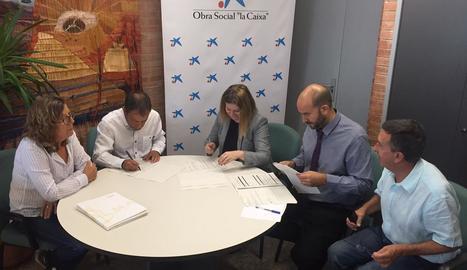 Un moment de la firma del conveni de col·laboració.