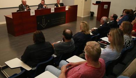 Josep Pont durant el seu discurs ahir a la sala d'actes d'ETSEA.