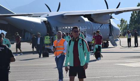 Aficionats escridassen Piqué ahir quan arribava a Alacant.