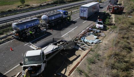 Una vista de l'accident mortal a l'A-2 a Alcoletge.