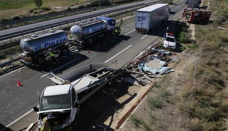 L'home conduïa una camioneta que va impactar contra dos camions a l'autovia a l'alçada d'Alcoletge.