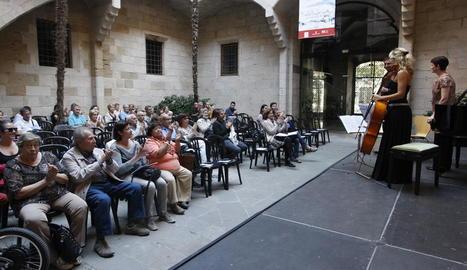 La plaça de la Paeria, plena per al concert de la tarda.