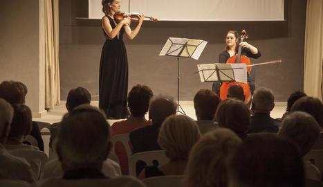 Marta Florea i Marion Platero al piano i violoncel en la inauguració del festival de música.