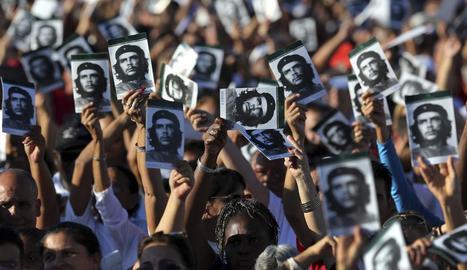 Centenars de persones van participar a Santa Clara en l'homenatge.
