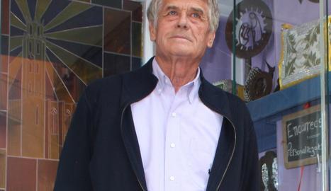 Josep Maria Solé, davant de la seva galeria.