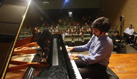 El pianista José Antonio Tolosa va obrir a la UdL la 'marató' Granados amb l'obra 'Jardí d'Elisenda'.