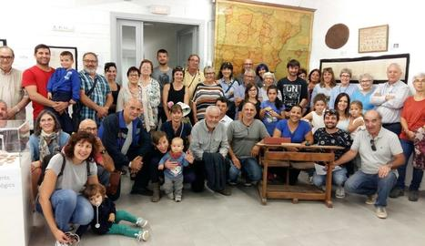 Famílies de Puigverd de Lleida van aportar objectes antics de la seua propietat per a una exposició.