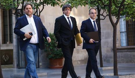 Junqueras, Puigdemont i Turull es dirigeixen a la reunió setmanal del Govern.