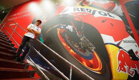 Marc Màrquez, a la seu d'Honda, després d'arribar al Japó.