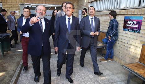 Artur Mas aquest dimecres a l'INEFC de Lleida, acompanyat pel president de la Diputació, Joan Reñé, i el delegat del Govern català, Ramon Farré.