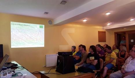 Els veïns de Bossòst afectats pel projecte, en una de les sessions d'informació de la iniciativa.