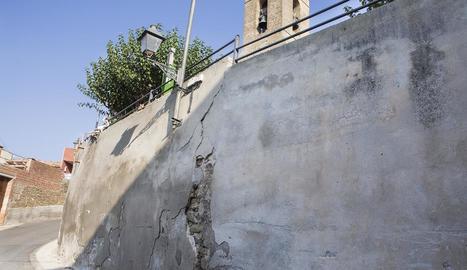 El mur de la plaça de l'Església de Sedó.