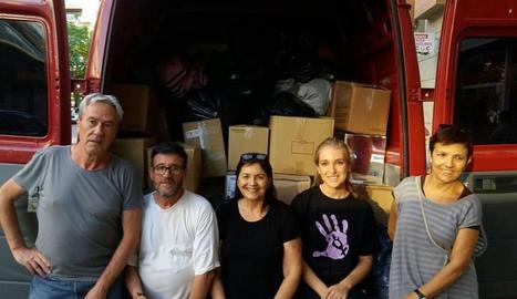 Membres de Lleida pels Refugiats van sortir ahir cap a Ventimiglia amb aquesta furgoneta.