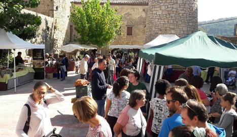 Els carrers de Llimiana es van omplir de visitants per adquirir alguns dels productes locals.